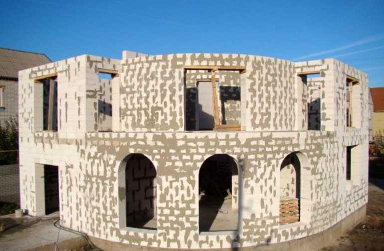 двухэтажный-дом-из-газобетона