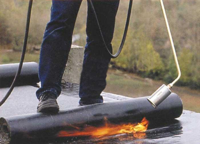 гидроизоляция-рулонная-огнем