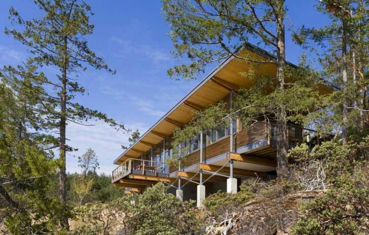 склон-скала-дом-фундамент-уклон