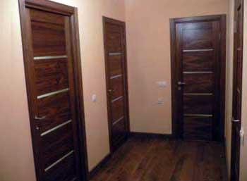 установка-дверей-в-каркасном-доме