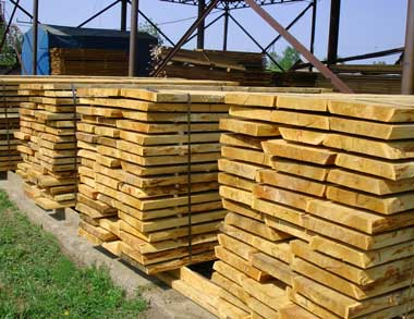 как-правильно-хранить-древесину-пиломатериалы-доски