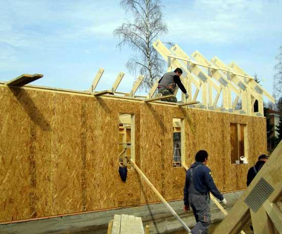 каркасный-дом-обшит-древесно-стружчатыми-плитами