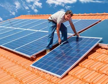 монокристаллические-солнечные-батареи-на-крыше-дома