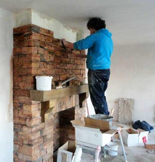 отделка-камина-в-доме-декоративный-камень