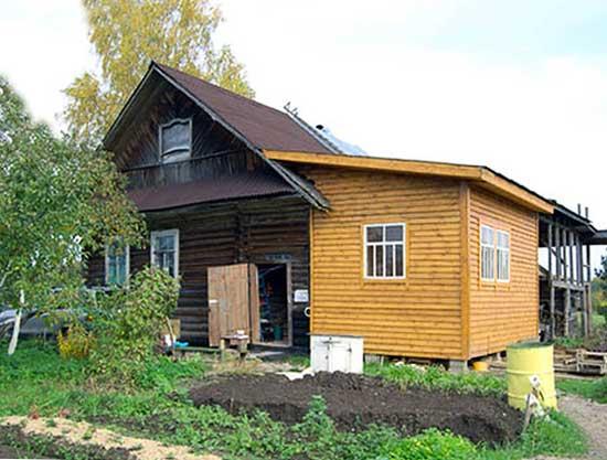пристройка-к-деревянному-дому-из-дерева