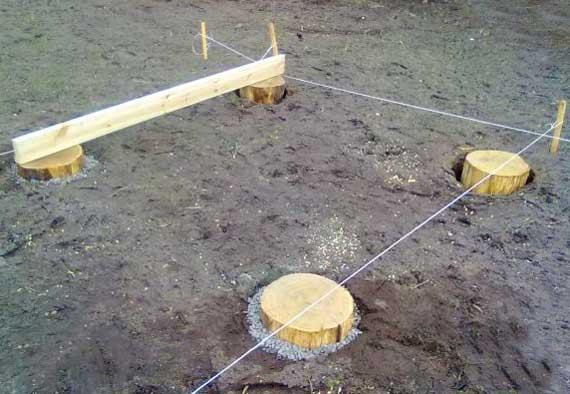 фундамент-из-пеньков-для-сарая-деревянный