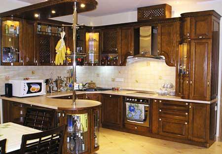 деревянная_кухня_в_деревянном_доме