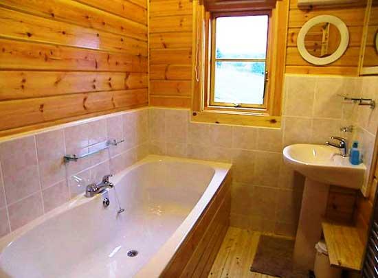 плитка_в_ванной_каркасного_деревянного_дома