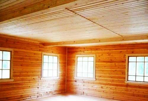 отделка_потолка_деревом_деревянный_дом