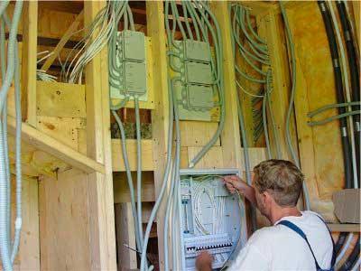 Ввод электропроводки в каркасном доме