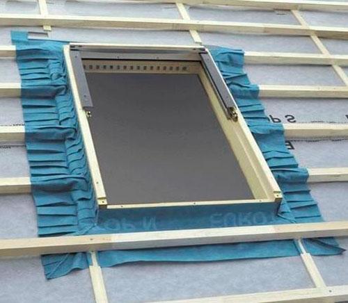 Гидроизоляция окна на крыше