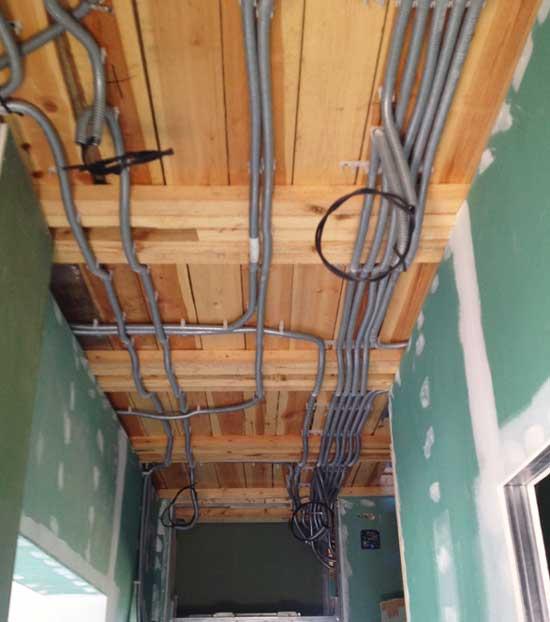 Проводка на потолке в каркасном доме