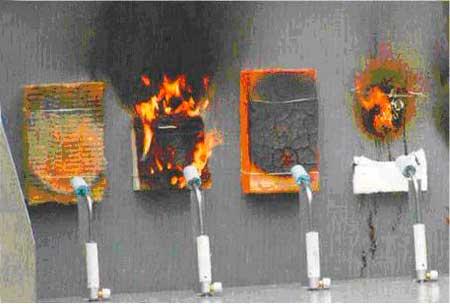 На фото видно, что базальтовый утеплитель не подвергается горению