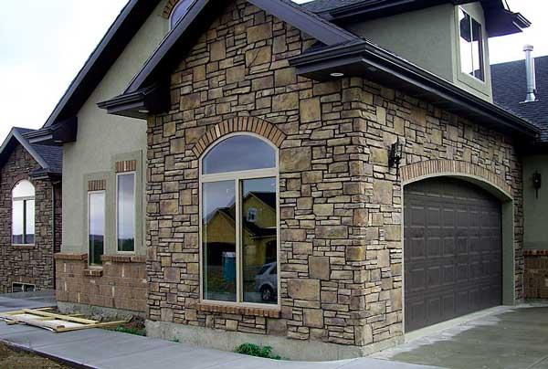 Отдклка мокрого фасада искусственным камнем