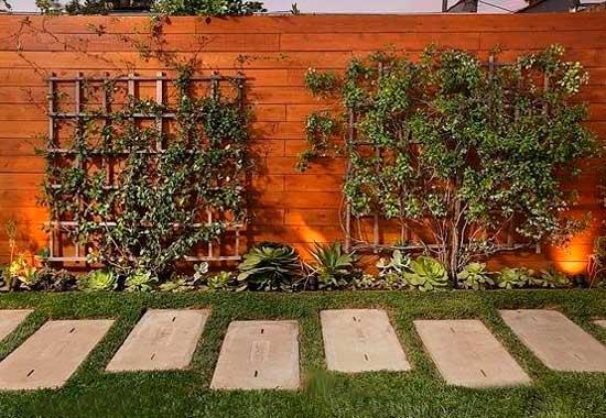 Деревянный забор дома