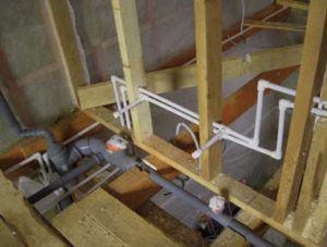 Монтаж водопровода и канализации в каркасном доме