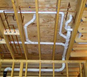 Трубы водопровода и канализации в каркасном доме