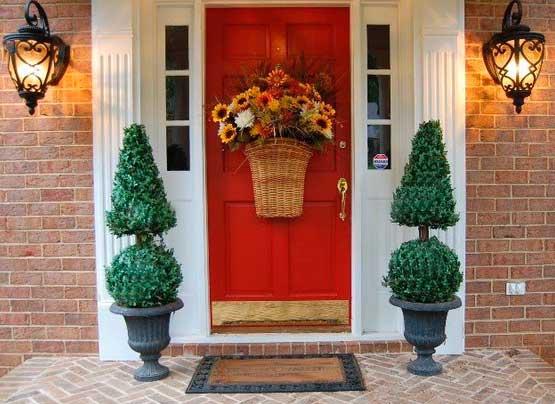 Праздничный декор входной двери