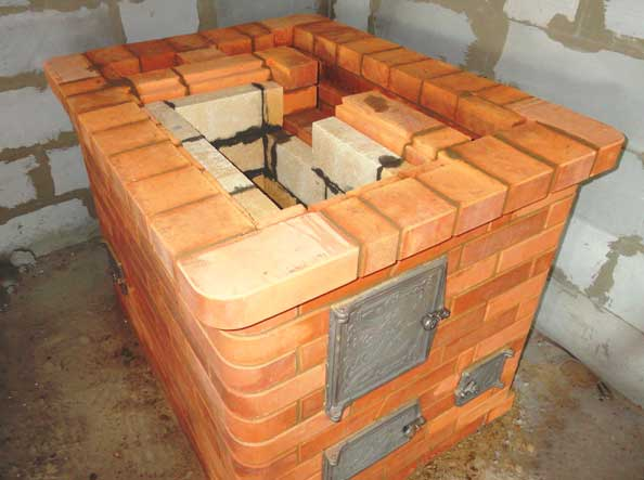 кладка кирпича при строительстве печи
