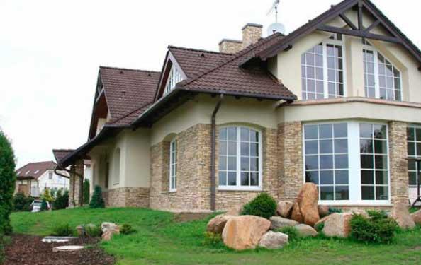 украсить фасад дома камнем