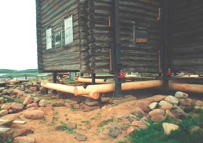 Ремонт свайного фундамента старого деревянного дома