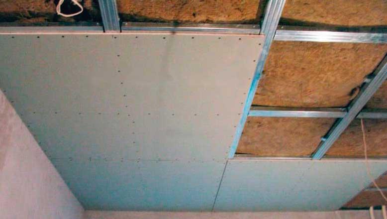 Какой слой минваты нужен для утепления потолка?