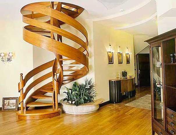 спиральная лестница в доме на второй этаж