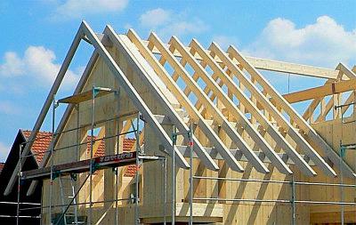 установка стропильной системы двускатной крыши