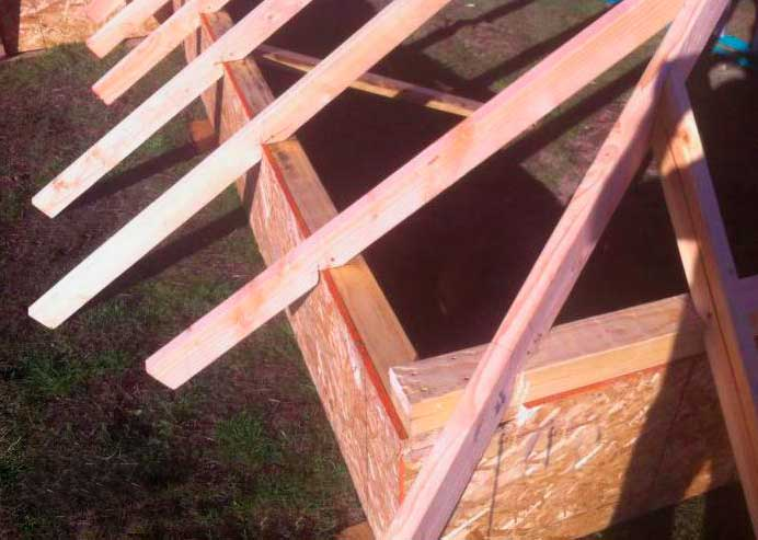 Усиление боковых стропил трехскатной крыши
