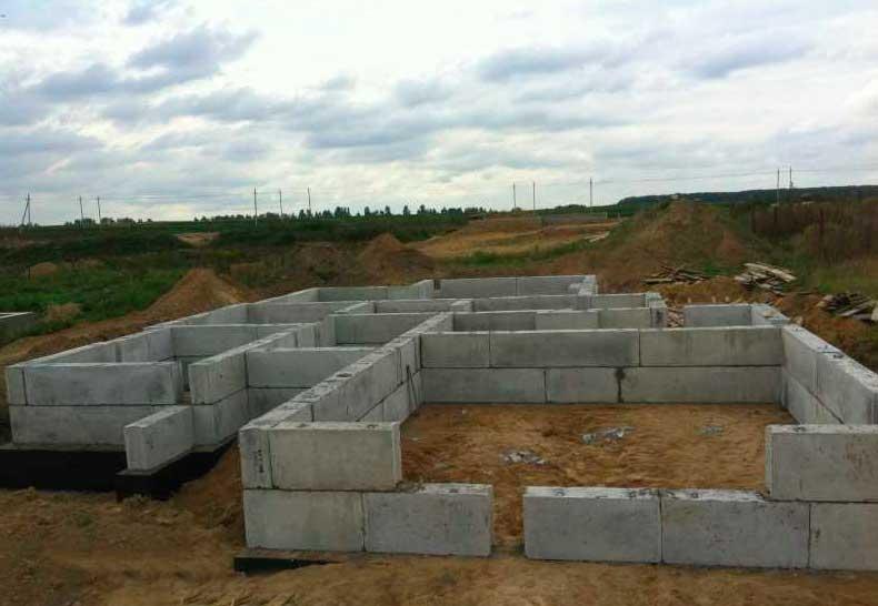 Фундаментные блоки строительные