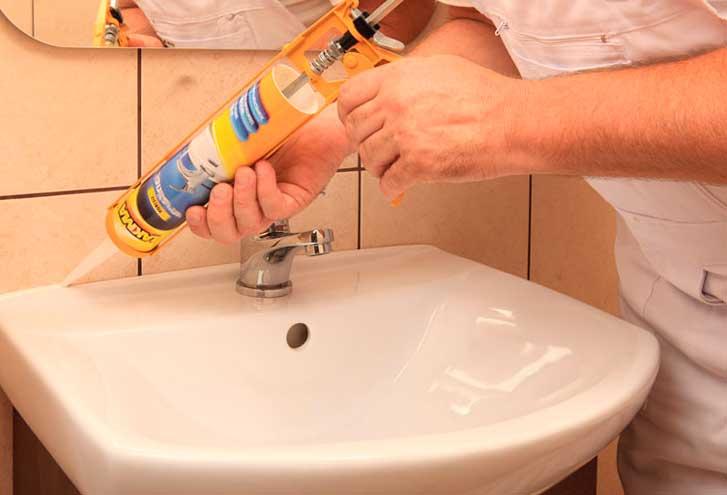 герметизация швов в ванной