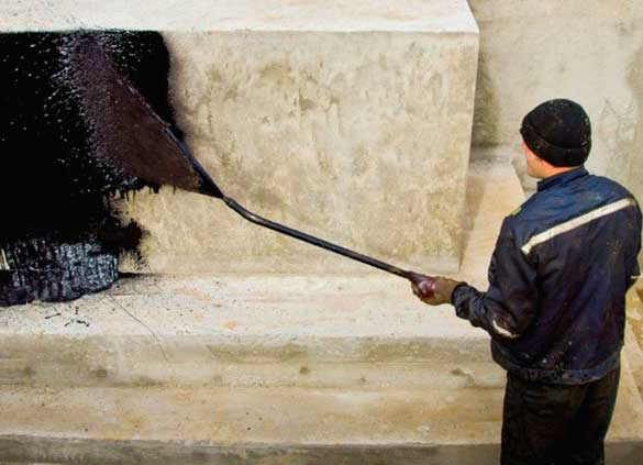 напыляемая гидроизоляция фундамента дома