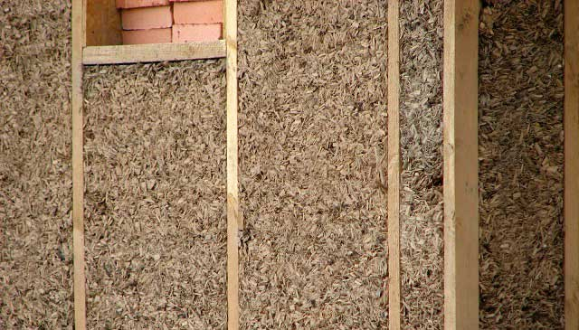 утепление стен глиной и опилками