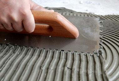 шпатель зубчатый работает по цементу