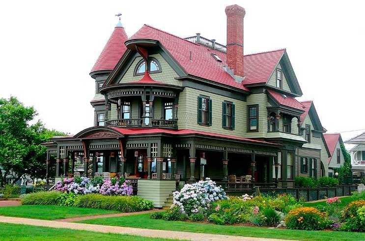 Роскошный особняк викторианской архитектуры.