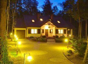 Освещение территории загородного дома