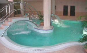 Бассейн с фонтаном