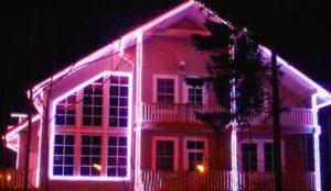 Контурное освещение фасада дома
