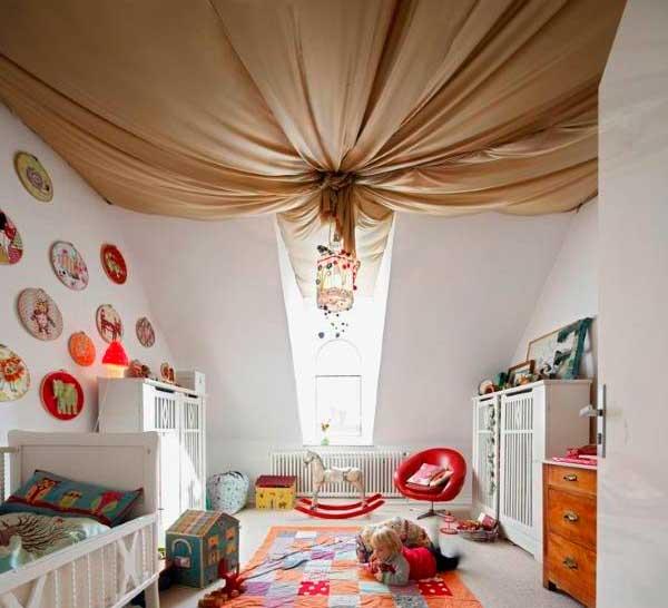 Потолок украшенный тканью