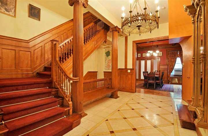Прихожая дома в викторианском стиле
