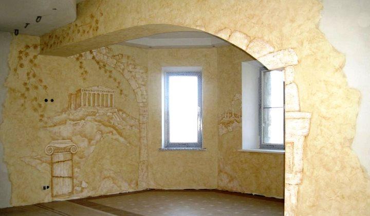 Отделка стены декором из штукатурки