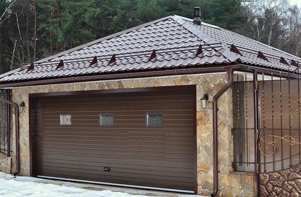 Большой гараж коричневый