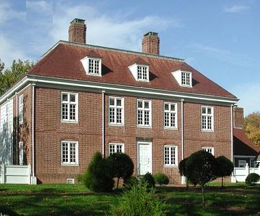 Дом 2 этажа с мансардой в стиле Франция колониальная