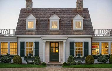 Дом одноэтажный с мансардой в амер колониальном стиле