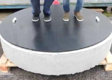 Огромная крышка для бетонного колодца