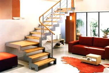 лестница из дерева, металла, на вид - легкая конструкция