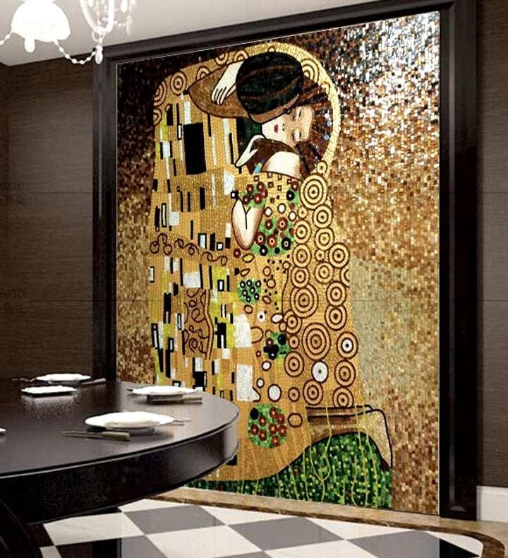 Картина во всю стену из мозаики создает уют