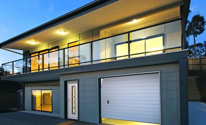 Красивый гараж внутри жилого дома