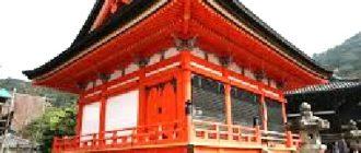 Красный японский дом пагода