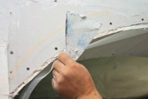 Приклеивание стекловолокнистой сетки на арку